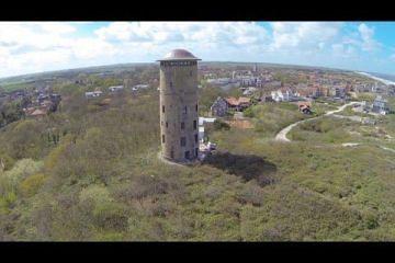 Ai! Drone knalt tegen watertoren van Domburg